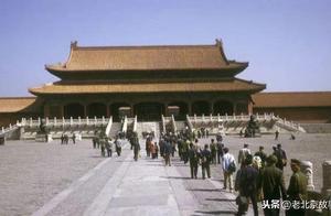 1973年的北京故宫 游客还可以进到金銮宝殿