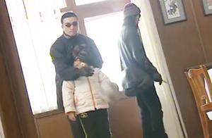 歹徒入室抢劫,奶孙俩人被绑起来,歹徒嫌钱少了,直接捅死老太太