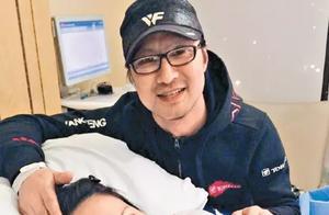40岁章子怡晒游乐园照刻意遮肚 孕味甚浓被指成功怀二胎