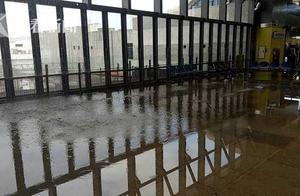 花莲车站水管爆裂致水漫大厅 民众吓傻急奔逃
