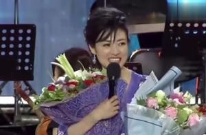 央视美女主持人张蕾公开最新生活照,40岁的年纪却像大学生一样!