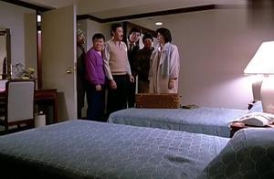 卧室有2张床,兄弟们打起歪主意,不料霸王花允诺5人中1人可睡床