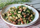 教你用花生米这样做下酒菜,好吃不上火,加上这个蔬菜,还能健胃