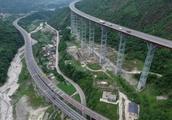 外国人发出疑问:为何中国善于建设大型工程?我们处在好时代!