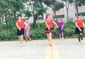 普荣广场舞~婷婷玉立《花开的时候你就来看我》