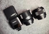 索尼终于要有FE 35mm f1.8镜头了,永诺年内还有三枚索尼FE口自动镜头要发