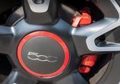 汽车菲亚特500S,小巧可爱,简约迷你,具有完善的安全配件